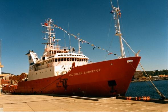 Southern Surveyor arrives into Hobart 1988